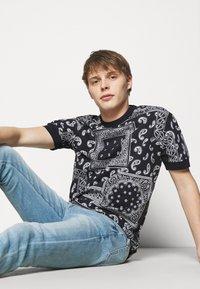 DRYKORN - ANTON - Basic T-shirt - dark blue - 3