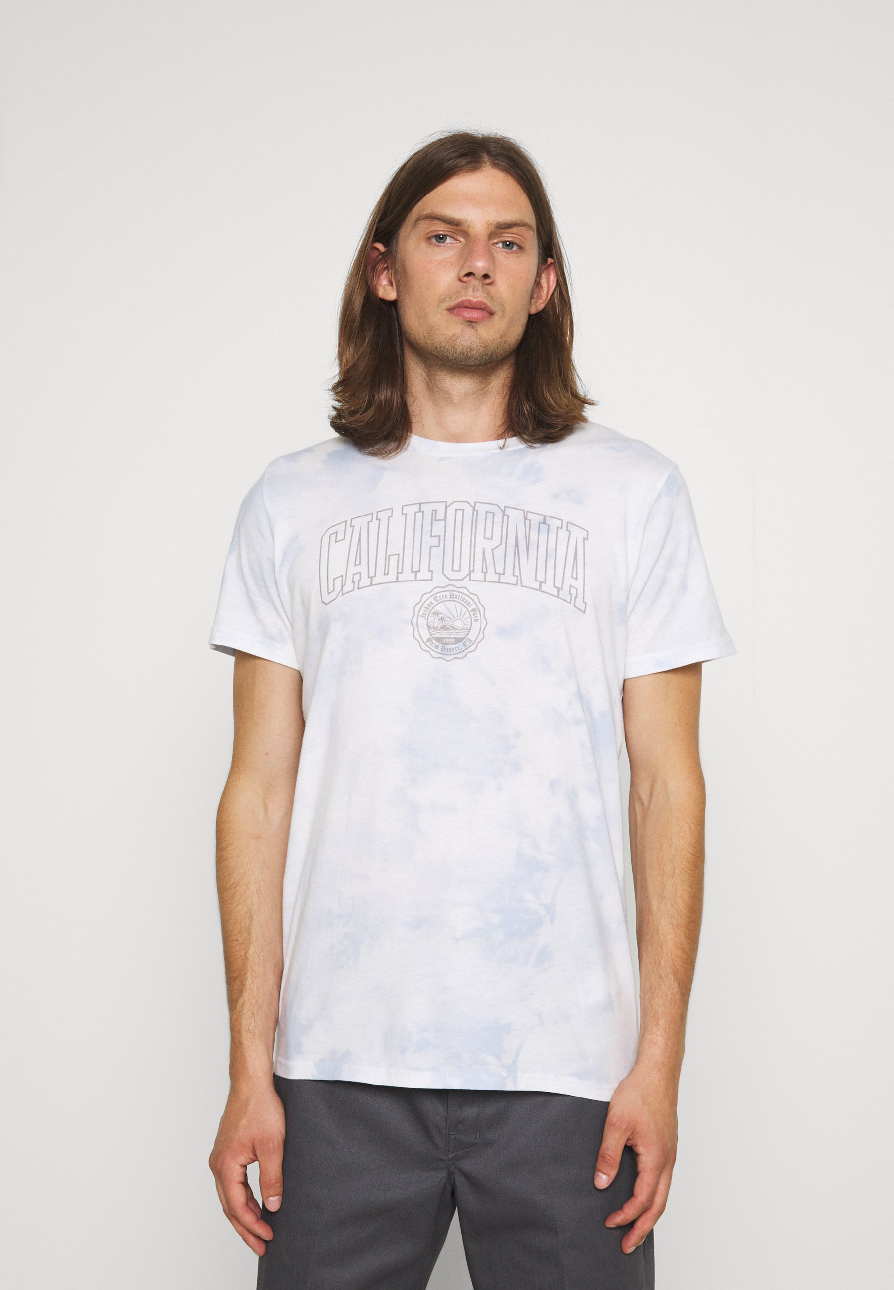 Men PRINT THRIFTED TEE - Print T-shirt