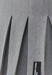 Bershka - MIT KELLERFALTEN - Pleated skirt - light grey - 5