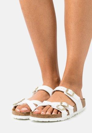 FRANCA  - Sandalias planas - white