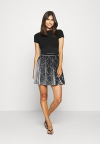 Guess - PAGE  - Pleated skirt - black - 1