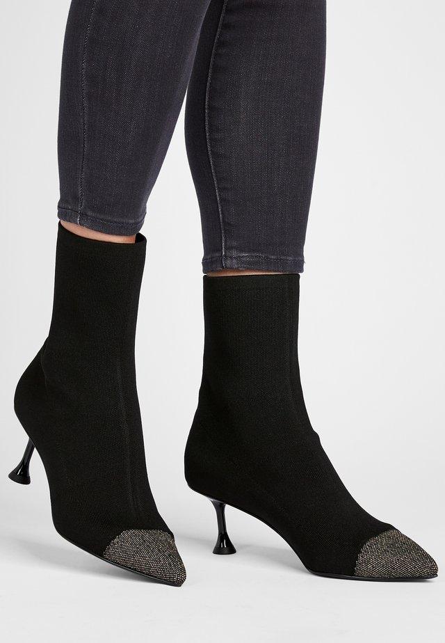 Korte laarzen - gold/schwarz