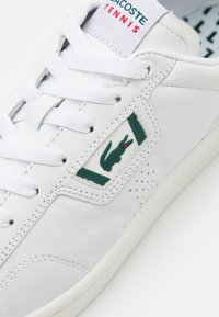 Lacoste - MASTERS CLASSIC - Sneakers - white/dark green - 5