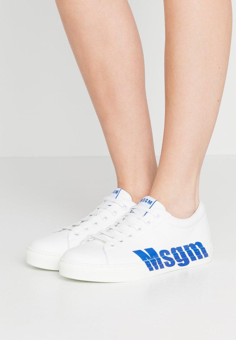 MSGM - DONNA WOMAN`S SHOES - Tenisky - white/blue