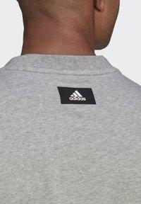 adidas Performance - BADGE OF SPORT - Print T-shirt - grey - 4