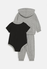 Nike Sportswear - SPLIT FUTURA PANT BABY SET - Body - dark grey heather - 1