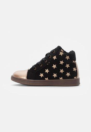 TRAINERS - Sneakersy wysokie - black