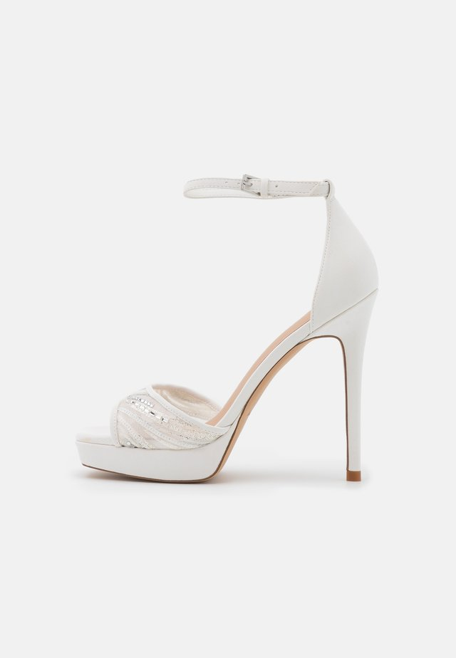 WICOETHIEL - Sandalen met plateauzool - white