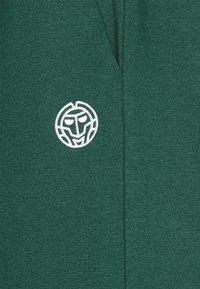 BIDI BADU - DANYO BASIC SHORTS - Urheilushortsit - dark green - 2