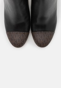 MICHAEL Michael Kors - PETRA TOE CAP BOOTIE - High heeled ankle boots - black/brown - 6