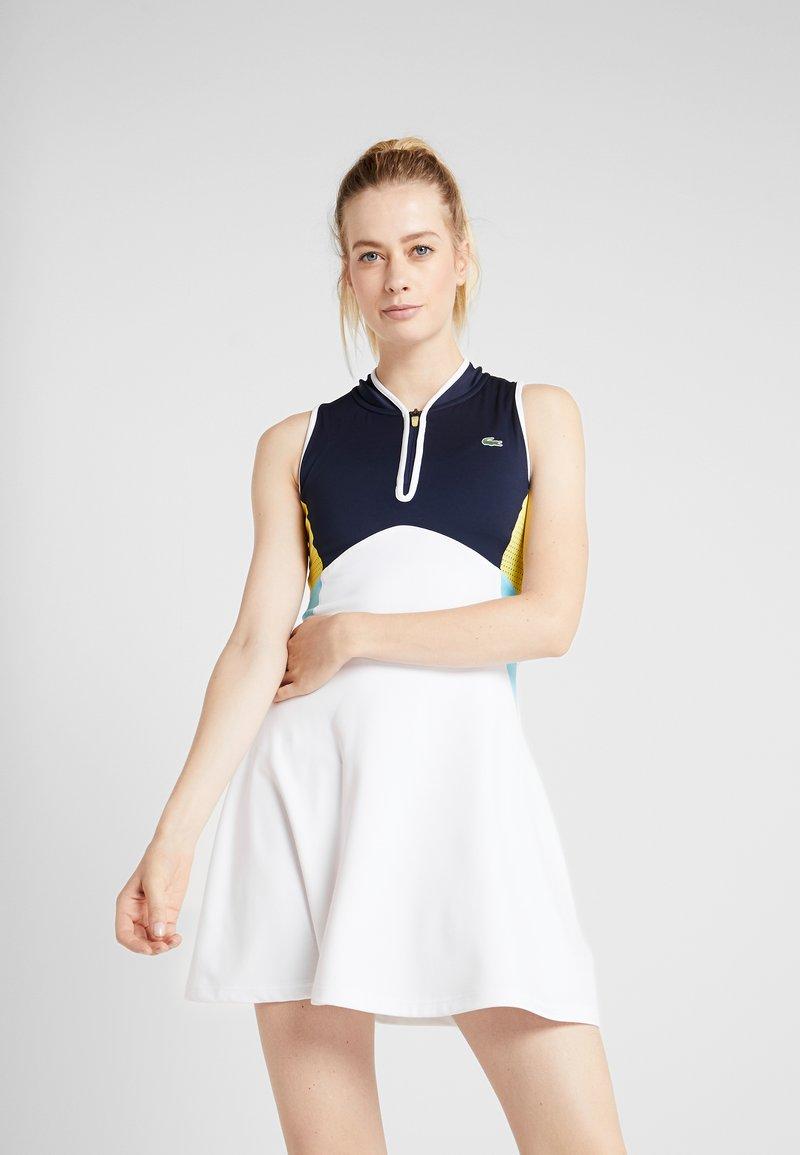 Lacoste Sport - TENNIS DRESS - Sportovní šaty - white/navy blue/haiti blue/lemon