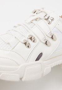 Missguided - DETAIL LACE UP TRAINER - Trainers - white - 2