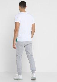 Lacoste Sport - CLASSIC PANT - Teplákové kalhoty - silver chine - 2