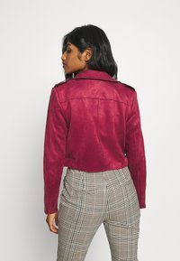 ONLY Petite - ONLSHERRY CROP BOND BIKER - Veste en similicuir - rhubarb - 2