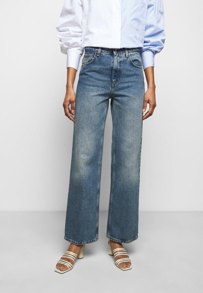 House of Dagmar - ALBA - Flared jeans - medium blue