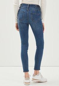 Cache Cache - MIT NIETENDETAILS - Jeans Skinny Fit - stone blue denim - 2