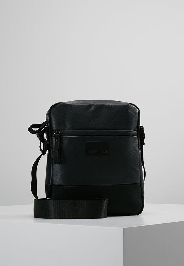 STOCKWELL - Taška spříčným popruhem - black