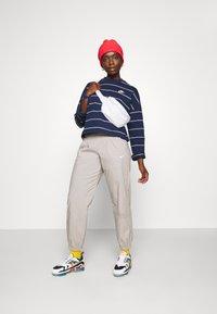 Nike Sportswear - STRIPE - Jumper - midnight navy/white - 4