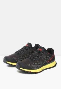 The North Face - M ULTRA SWIFT FUTURELIGHT - Sneakers laag - tnf black/tnf yellow - 2