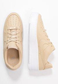 Nike Sportswear - AF1 SAGE LOW - Trainers - desert ore/white - 3