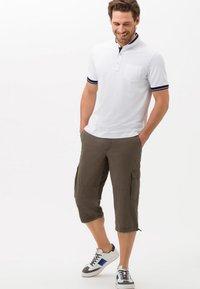 BRAX - STYLE LUCKY - Shorts - khaki - 1