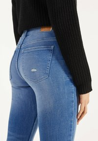 Bershka - Jeans Skinny Fit - blue-black denim - 3