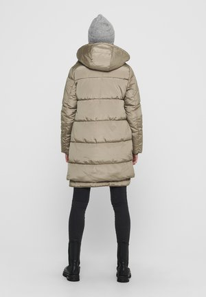 Winter coat - crockery