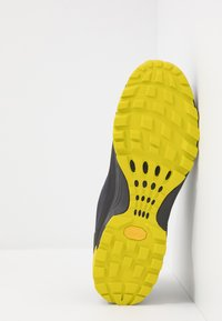 Millet - HIKE UP - Hiking shoes - tarmac - 4