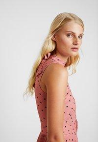 Closet - PLEATED DRESS - Day dress - rose - 5