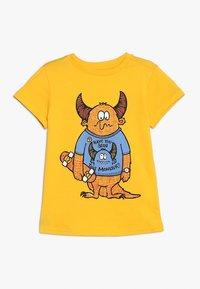 Friboo - SAD SKATEBOARD MONSTER - T-shirts print - citrus - 0