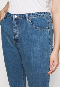 Missguided Plus - WRATH HIGH WAISTED - Straight leg jeans - mid auth blue - 5