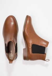 Clarks - TAYLOR SHINE - Ankle boots - brun - 2