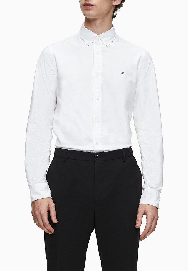 SLIM OXFORD - Camicia elegante - calvin white