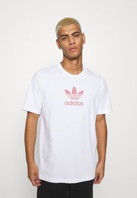 adidas Originals - TREF SERIES TEE UNISEX - T-shirt imprimé - white - 0