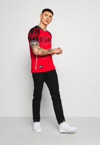 Nike Sportswear - TREND TOP EVIL - T-shirt con stampa - university red - 1