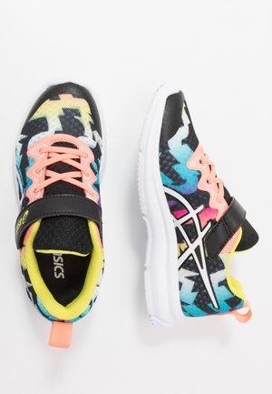 SOULYTE - Zapatillas de running neutras - black/sun coral