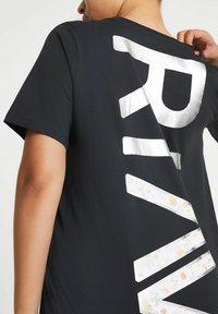 River Island - ACTIVE GRAPHIC BOYFRIEND - Print T-shirt - grey - 3