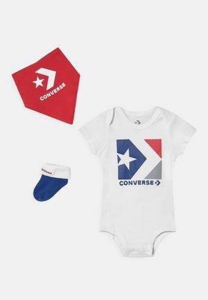 STAR CHEVRON SET - Camiseta estampada - white