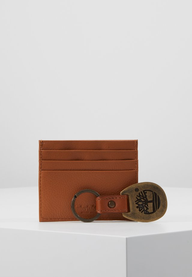 CREDIT CARD AND KEY RING GIFT SET - Visitenkartenetui - cognac