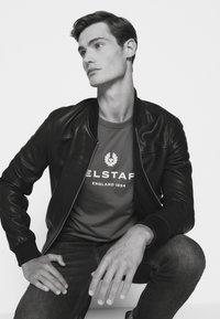 Belstaff - Print T-shirt - salvia - 3