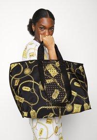 Versace Jeans Couture - Velká kabelka - black - 0