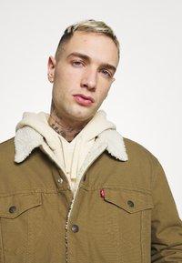 Levi's® - TYPE 3 SHERPA TRUCKER - Light jacket - cougar - 3