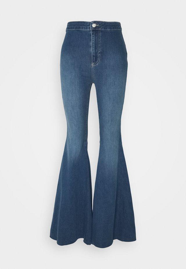JUST FLOAT ON FLARE - Jeans a zampa - jericho blue