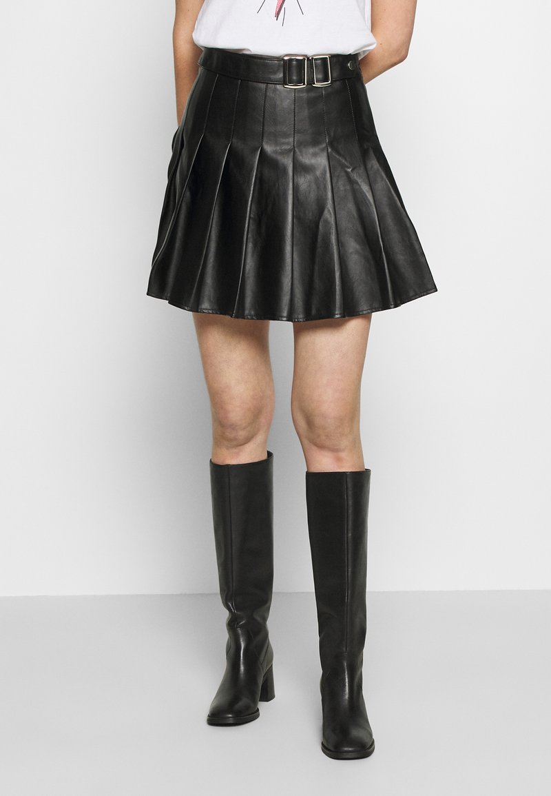 Missguided - PLEATED BUCKLE SKIRT - Minijupe - black