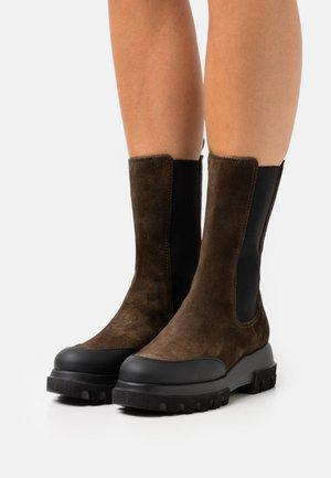 LARA - Platform boots - oliva