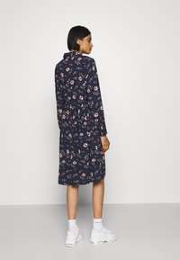 Vero Moda - VMGALLIE DRESS - Skjortekjole - navy blazer/gallie - 2