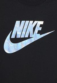 Nike Sportswear - TEE FUTURA IRIDESCENT - Triko spotiskem - black - 3