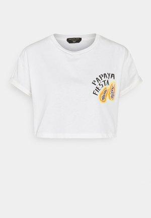 PAPAYA FIESTA CROPPED BOXY TEE - Print T-shirt - white
