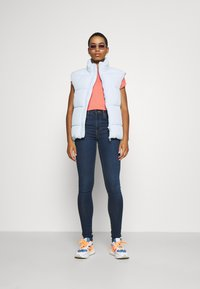 Vero Moda - Basic T-shirt - salmon - 1