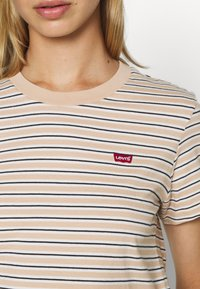 Levi's® - PERFECT TEE - T-shirt print - moonstone toasted almond - 5